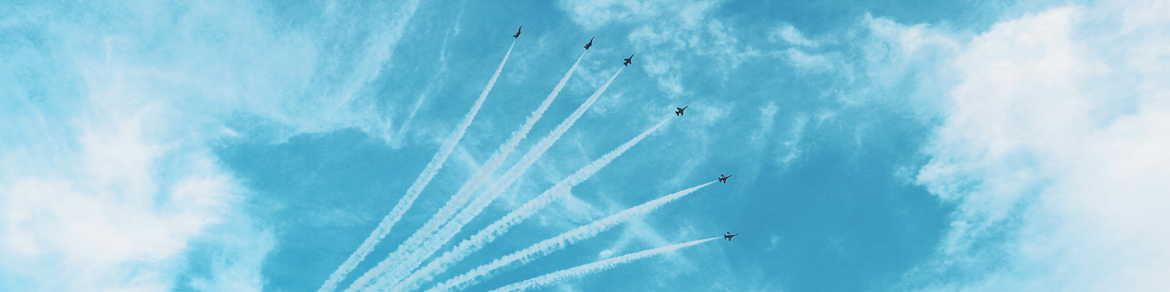 Jet planes flying up into the sky in formation, banner at the top of InnoScale's Home page